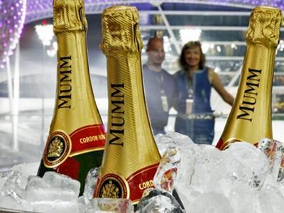Open Champagne bar