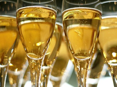 Enjoy Champagne with your guests