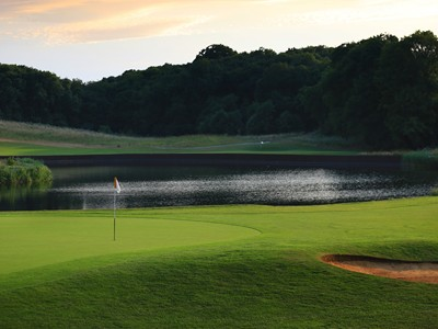 Enjoy the scenic beauty of London Golf Club