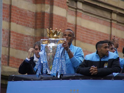 Captain Kompany presents the Premier League trophy