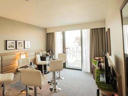 NEW Hotel Suites 1