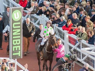 Close up to the horses and jockeys