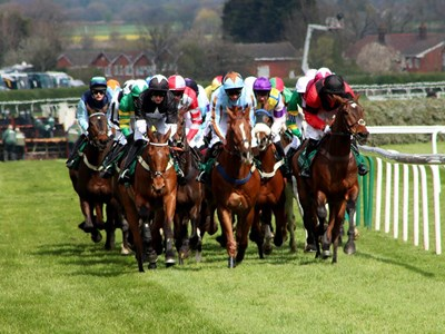 Racing live at Aintree